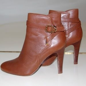 TORY BURCH AMARINA ANKLE  BOOT IN COGNAC SZ 8.5